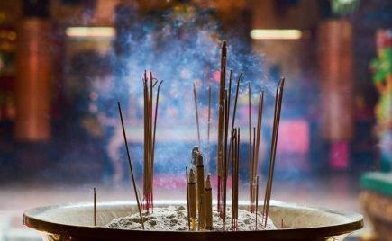incienso rituales para atraer prosperidad