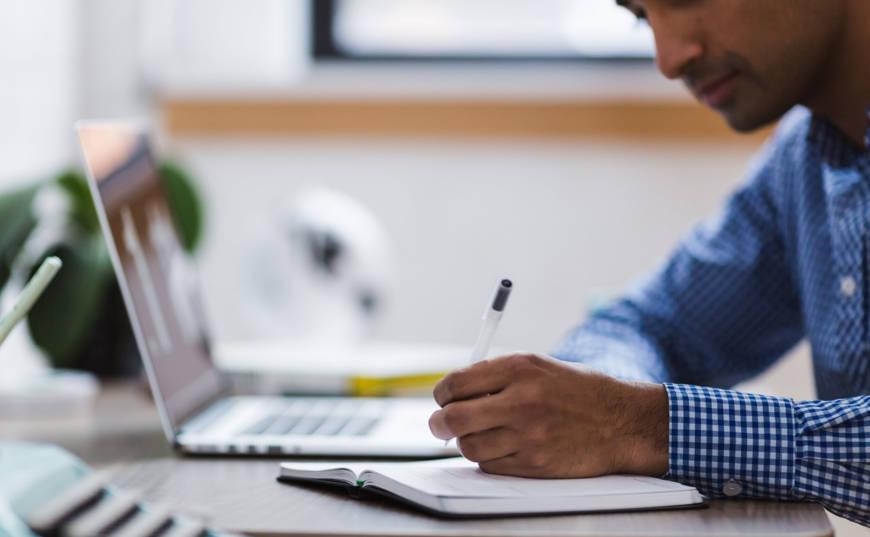 hacer dinero desde casa escribiendo o redactando contenidos