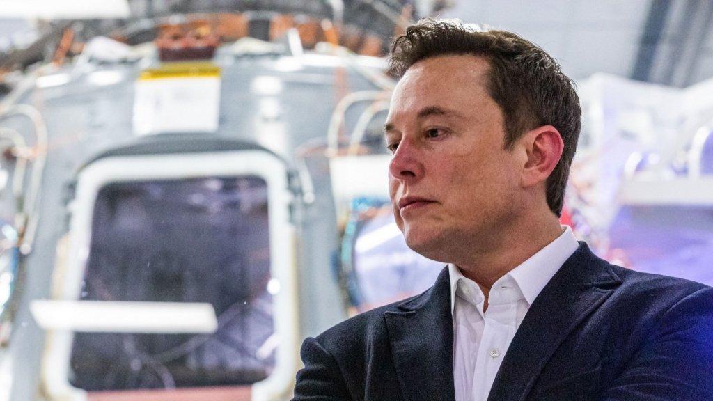 Mentes inteligentes como Elon Musk y Jeff Bezos buscan dominar