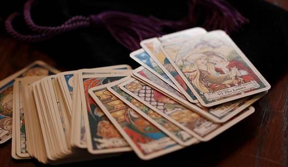 Deje que las cartas del tarot le den poder